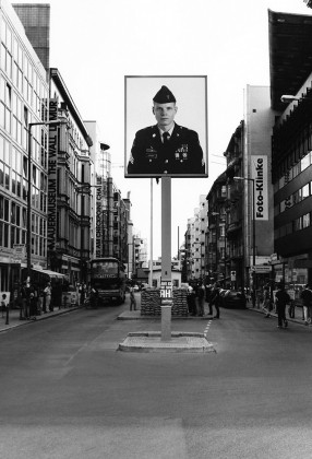 12_Berlin_Checkpoint Charlie